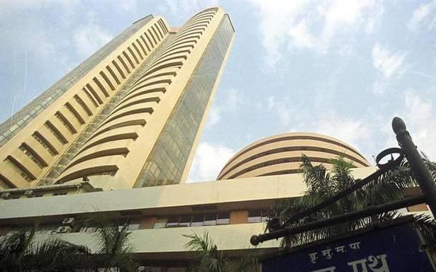 Sensex drops 260 pts as RBI measures fail to cheer investors