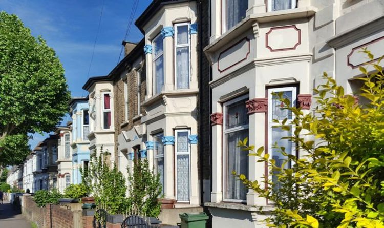 Nationwide triples minimum deposit for mortgages to 15 percent for first time buyers