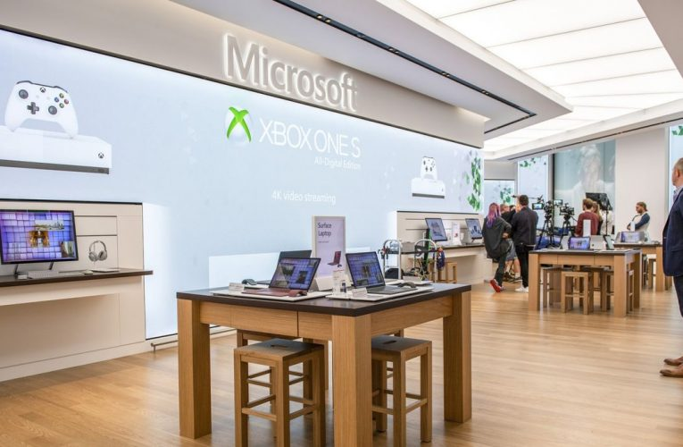 Microsoft to Close Retail Stores, Taking $450 Million Charge