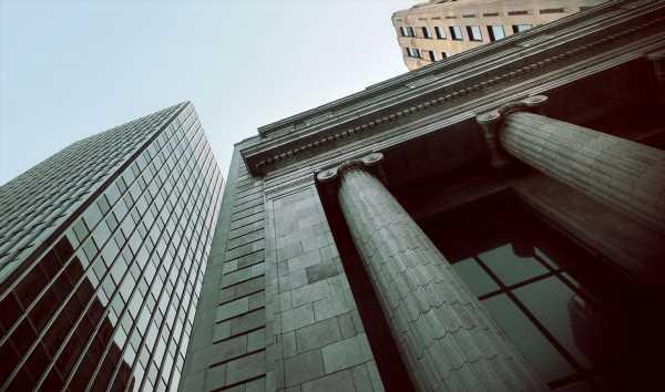 Banks Get Easier Volcker Rule and $40 Billion Reprieve on Swaps