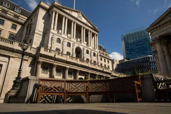 Bank of England Steps Up Virus Fight With Bond-Buying Boost