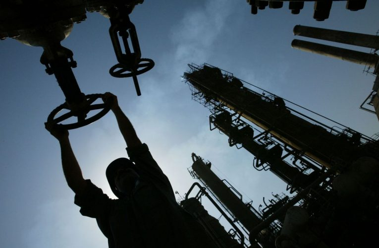 Iraq May Amend High-Cost Oil Output Deals, Jabbar Tells Al-Sabah