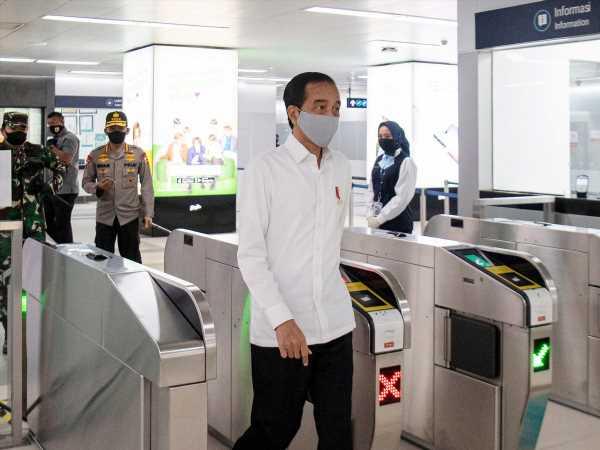 Virus Hit on Indonesia Worse Than Financial Crisis, Jokowi Says