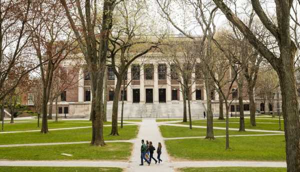 U.S. Backs Down in Fight With Harvard, MIT Over Student Visas