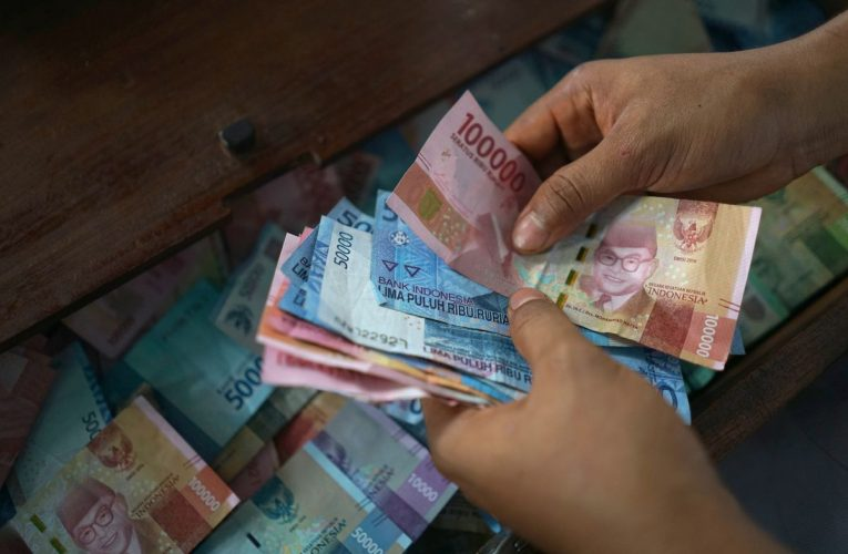 Volatility Traps Threaten Asia Currency Traders This Summer