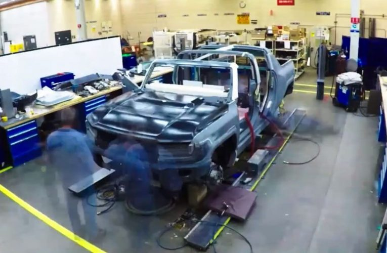 What is the GMC Hummer EV's 'Crab' mode? Fox News Autos investigates