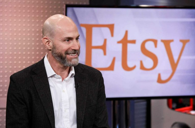 This is the moment to 'win the loyalty of millions of people,' Etsy CEO says