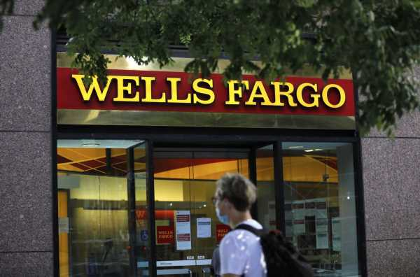 Wells Fargo Resumes Job Cuts in Break With Top U.S. Competitors