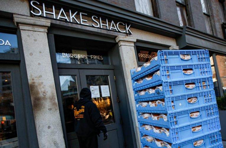 Shake Shack to offer year-end bonuses to employees