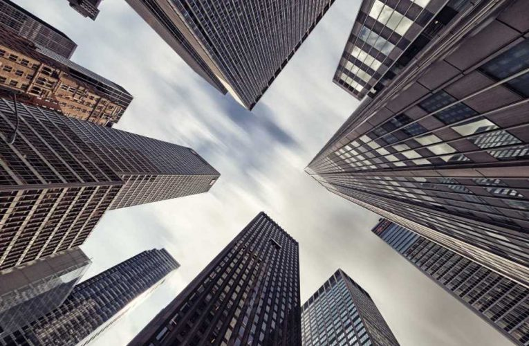 Banks drop, and Oppenheimer analyst says the 'weak get weaker'