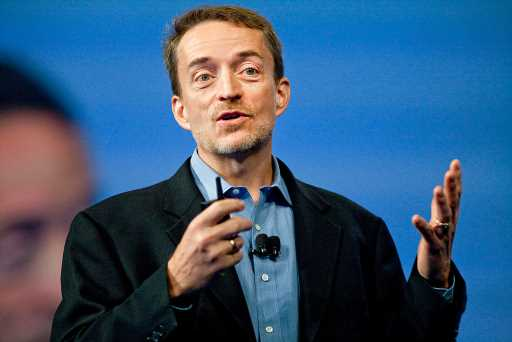 VMware CEO Pat Gelsinger says a Dell spinoff could give him freedom to work with more manufacturers