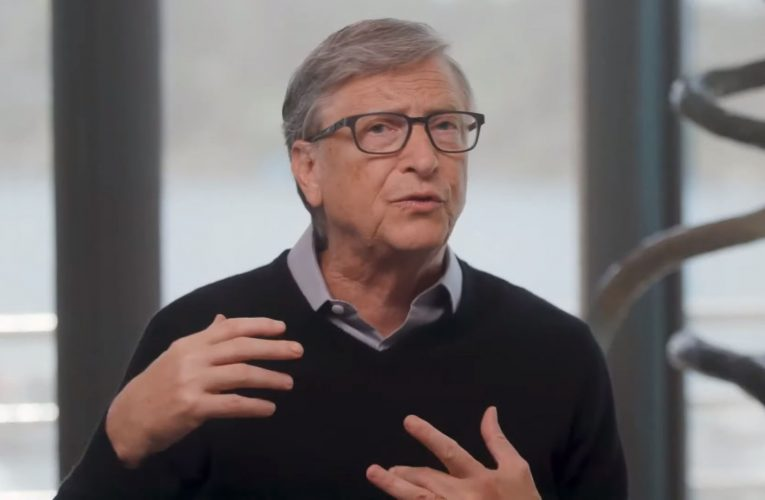 Bill Gates doesn't expect a virus vaccine before year-end — but he says one drugmaker has the best chance