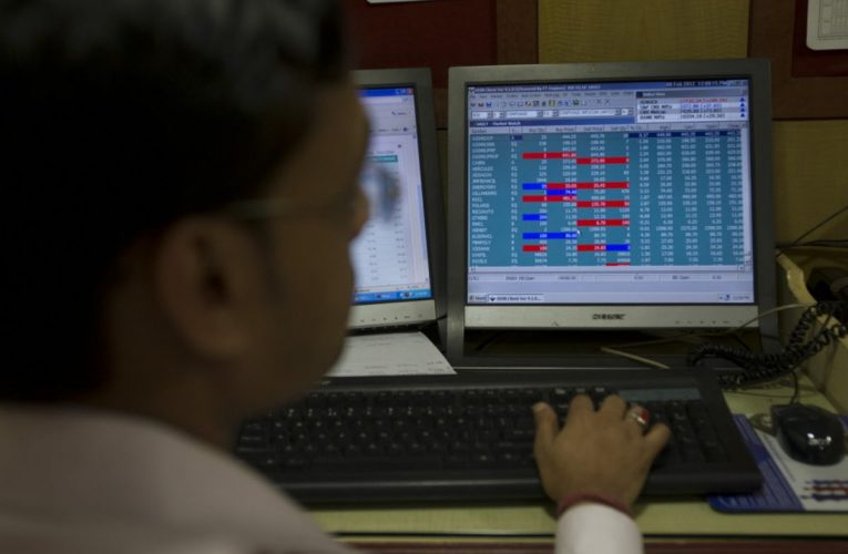 India Stocks Slide as Fed Warning Adds to Economic Gloom