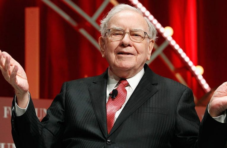 Warren Buffett's Berkshire Hathaway has made almost $100 billion on Apple thanks to its record stock rally