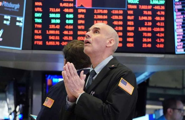 US stocks tumble as sharp tech sell-off accelerates