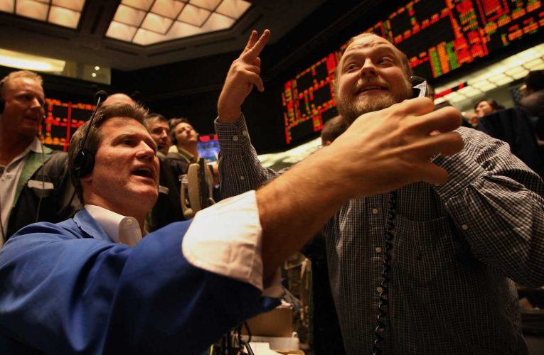 Treasury yields sink as stimulus stalemate continues
