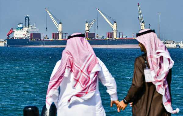Surge in Saudi Oil Flows Offset Cut in UAE's September Exports