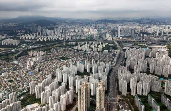 South Korean Firms Reluctant to Bring Production Back From China