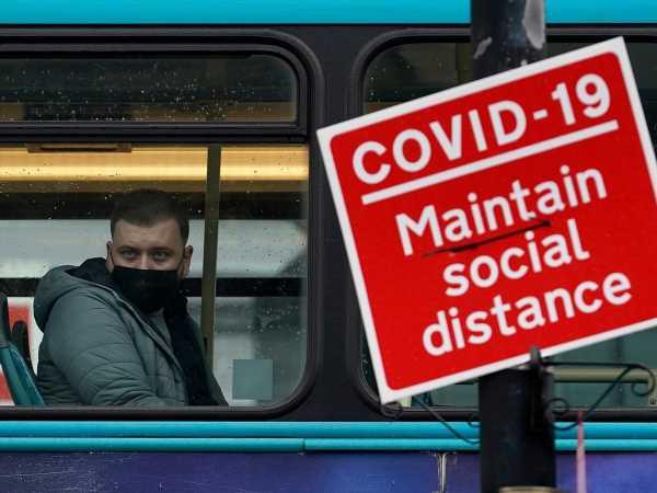 Boris Johnson to Tighten U.K. Virus Rules as Hospitals Put on Standby