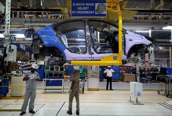 Navratri: While car sales zoom, 2-wheelers trudge along