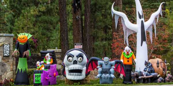 Americans are flocking to Halloween-themed outdoor decorations this year as $320 12-foot decorative skeletons sell out