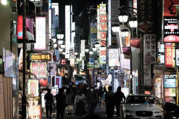 Tokyo Asking Stores to Cut Hours as Infections Jump, Report Says