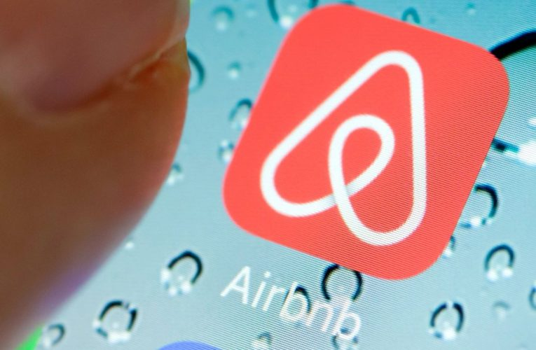 Airbnb's Prospects in Pandemic Rest on Near-Home Bookings