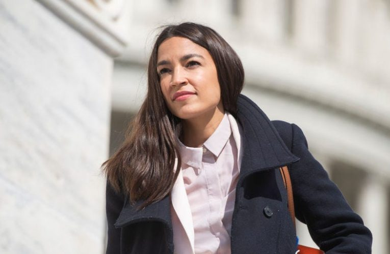 Alexandria Ocasio-Cortez will discuss the GameStop and Robinhood trading drama with Chamath Palihapitiya on Twitch