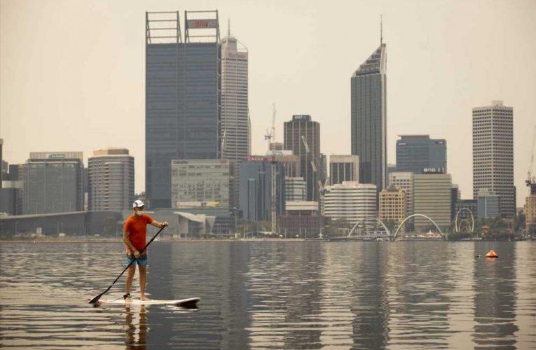Bushfire smoke blankets Australian city under Covid-19 lockdown