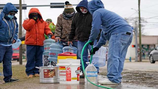 Border mayor begs Biden to stop releasing illegal immigrants into his city amid winter storm