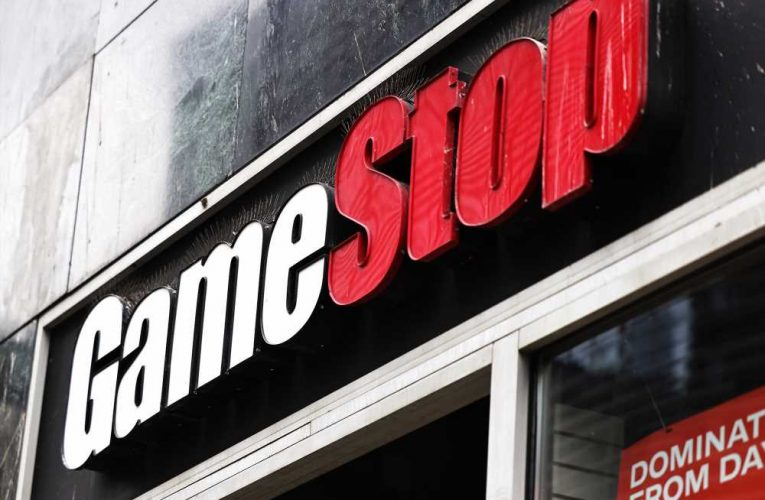GameStop shares plummet after lackluster earnings report