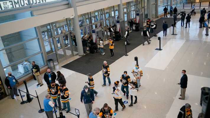 Pittsburgh Penguins discipline staffer for altering fan photo to show proper mask use