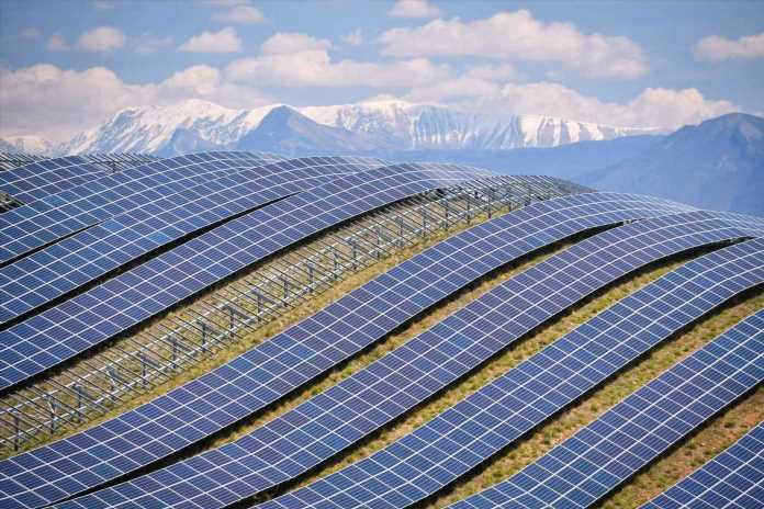 Big Oil won't become major investors in renewable technology even as investment soars, IEA analyst says