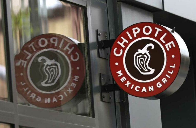 Chipotle hikes average pay to $15 an hour in bid to hire 20,000 workers
