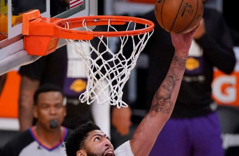 Opinion: Lakers' LeBron James, Anthony Davis showing they can play through their injuries
