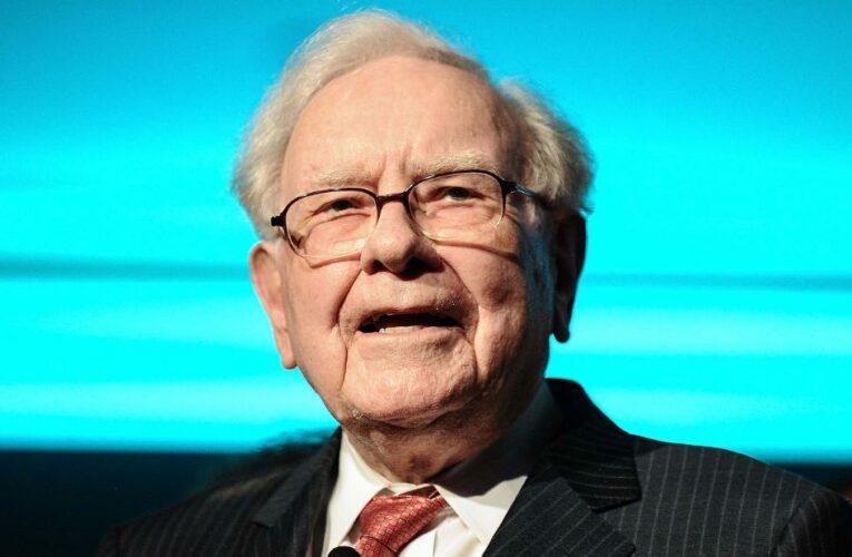 Warren Buffett finally got rid of his flip phone