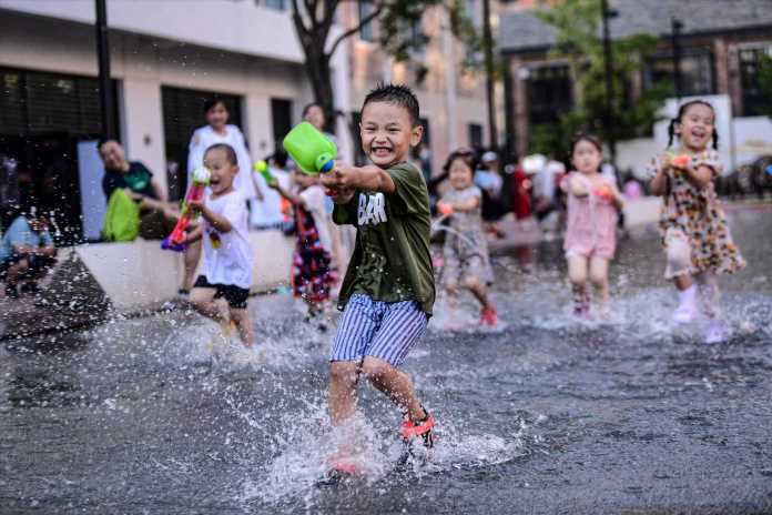 China scraps fines, will let families have as many children as they'd like
