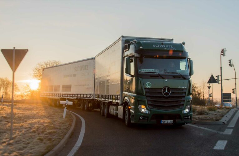 Daimler shareholders vote in favor of truck division spinoff